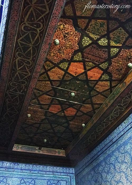 потолок в комнате хана