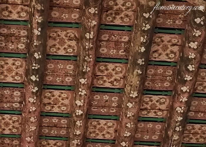 украсить потолок