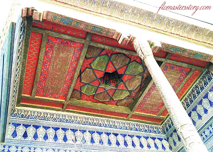 потолки цветные