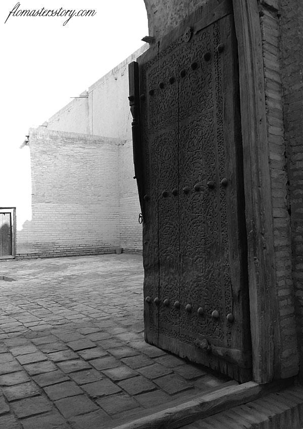 фото старых дверей