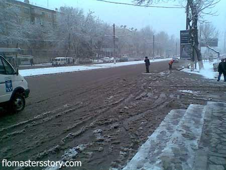 городские дороги в снегу