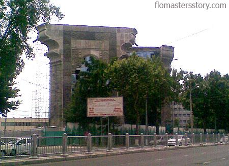 здание в стиле Гауди