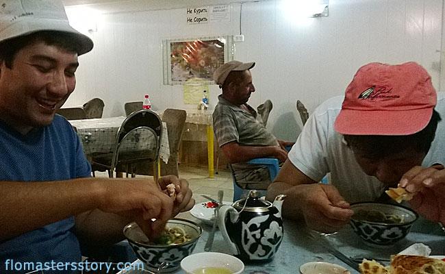 лагман в бухарском кафе