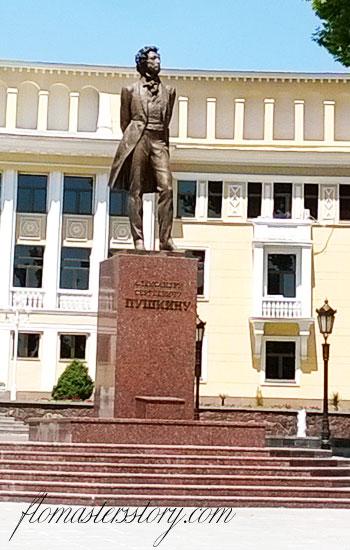 памятник Пушкину в Ташкенте