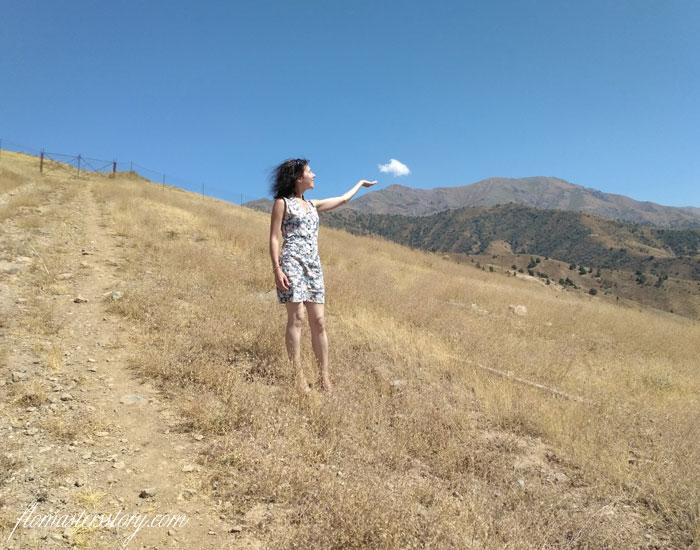 до облака рукой