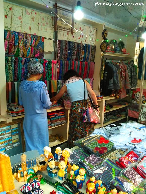 продавцы сувениров в Бухаре